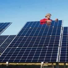 Soleil du midi parc solaire de cintegabelle montage ciel bleu